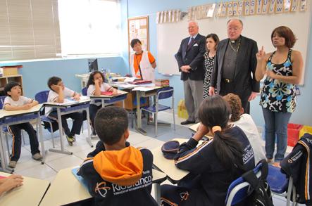 Cardeal Martino conversou com alunos da Escola para Crianças Surdas