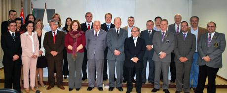 Diretores, gestores e rotarianos com membros do Conselho Comunitário